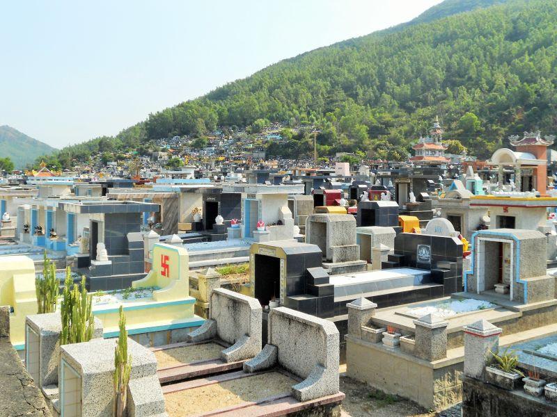 Nằm mơ thấy nghĩa trang đánh đề con gì? Ý nghĩa giấc mơ là gì?