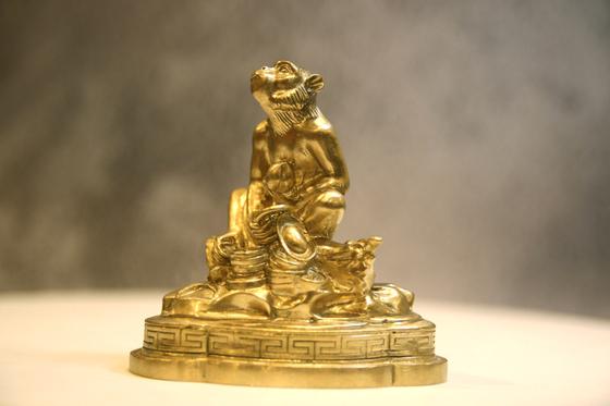Tượng đồng linh vật Khỉ phong thủy - Vàng đồng - Shop VnExpress