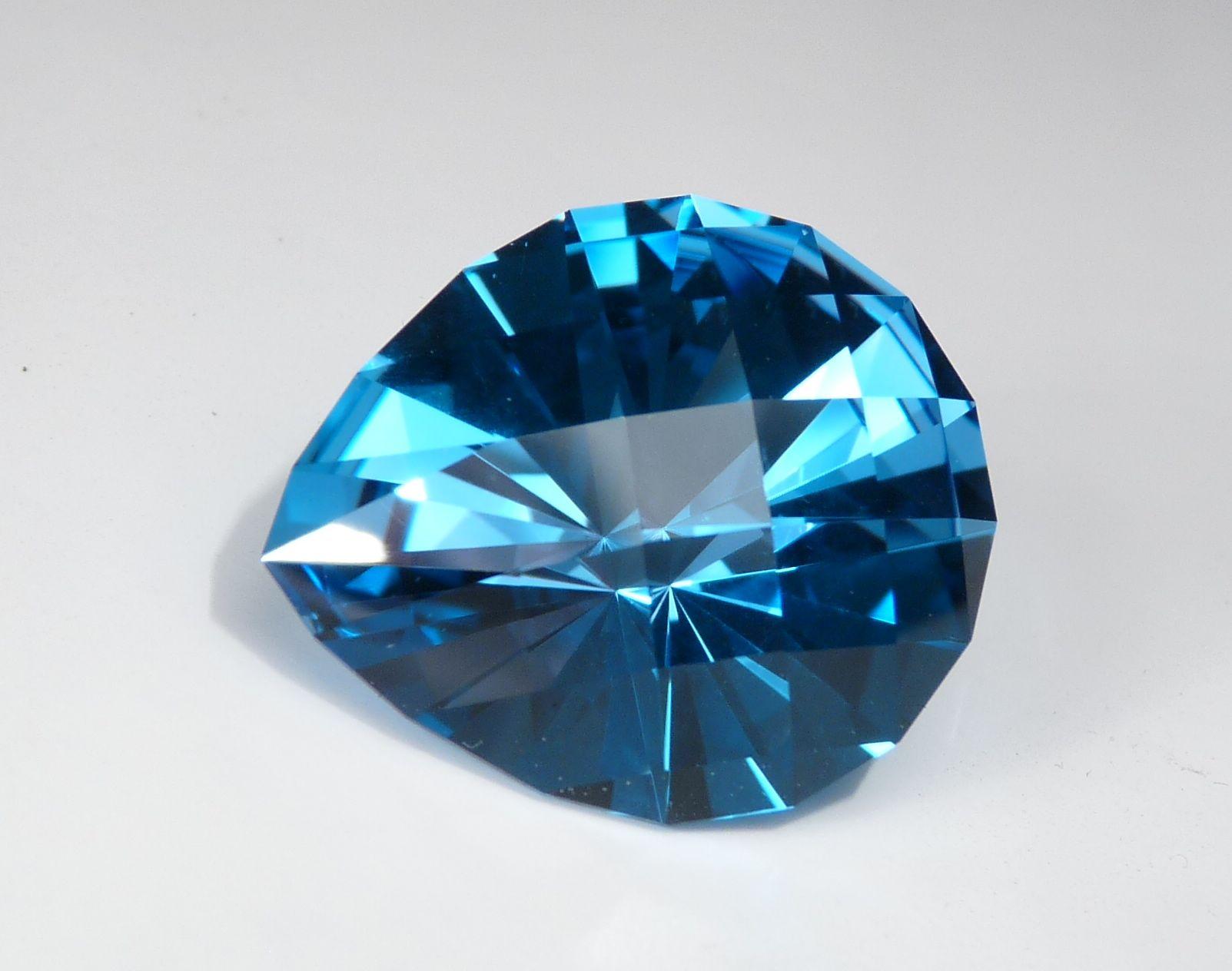 Nhẫn đá màu xanh nước biển Topaz có ý nghĩa phong thủy là gì? - Trang sức  JEMMIA